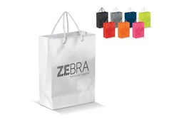 Papiertasche, laminiert, klein: Kleine Papiertasche mit 2 geflochtenen Kordelhenkeln in vielen trendigen Farben.