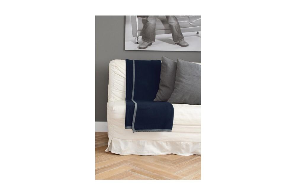 Fleecedecke TRUSO: Schöne weiche Decke mit einer Maße von 152 x 122 cm.