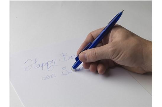 Magic Eraser Pen: Kugelschreiber mit löschbarer Tinte. Sie können den oberen Teil des Stifts verwe