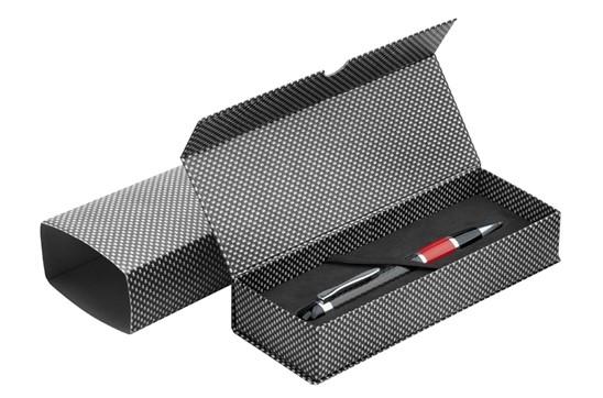 Etui Carbon für 1 Schreibgerät: Klappetui im Carbonfaser-Look mit Magnetverschluss für 1 Schreibgerät. Kartonsch