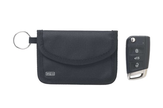 RFID Contactless Key Schlüsselschutz:   RFID-Signalblocker für 'kontaktlose' Autoschlüssel. Hergestellt aus 600D-Pol