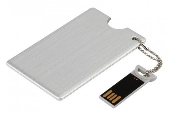 Dakota USB-Stick: Hochwertiger USB-Stick aus Metall in Form einer Kreditkarte. Verfügbare Speicher