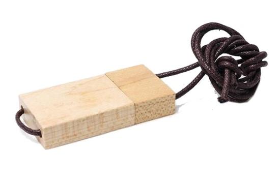 Adelaide USB-Stick:   Gute Wahl, wenn Sie sich umweltfreundlich verhalten möchten. Solides Holzgeh